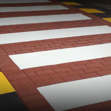 attraversamenti pedonali rialzati asfalto stampato